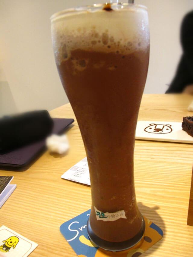 注意到杯子下的可愛杯墊了嗎?-思默好時-台中咖啡館