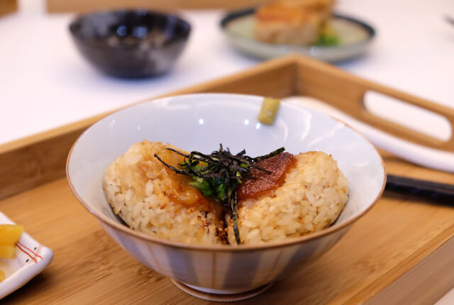 金黃酥脆的飯糰真的很好吃-TSUJIRI辻利茶舗松山車站旗艦店